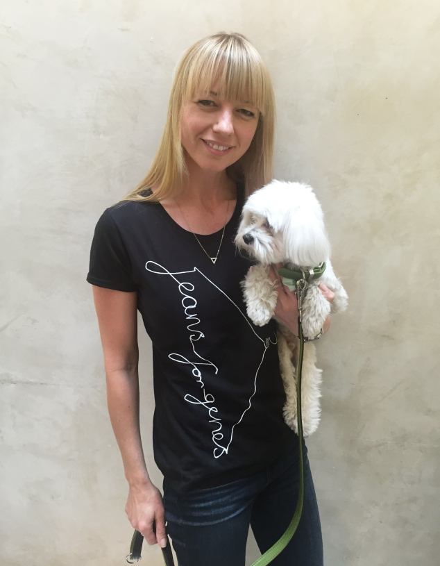 Sara Cox in Jeans for Genes black fashion t-shirt